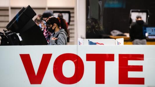 ¿Cómo puedo registrarme para votar en las elecciones del 1 de mayo?