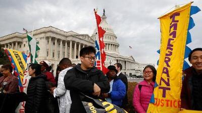 Congresista republicano Mike Coffman presenta proyecto para darle la residencia a inmigrantes que perdieron el TPS