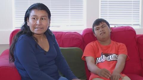Madre hondureña y su hijo con síndrome Down logran ingresar a EEUU para buscar que su petición de asilo sea considerada
