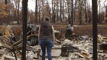 Devastada, esta madre mexicana pudo ver para Navidad lo que había quedado de su casa incendiada de Paradise