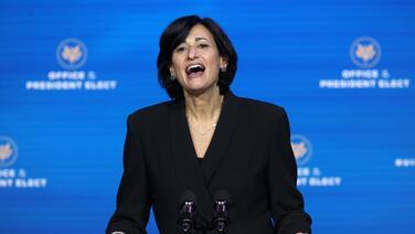 """""""La vacunación debe acelerarse"""": Nueva directora de los CDC asume el control de la agencia en medio de la crisis"""
