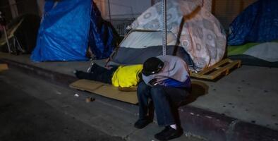Mueren apuñaladas dos personas sin hogar que se resguardaban del frío en una iglesia en California