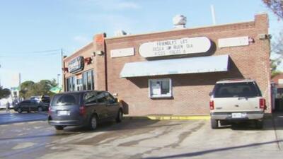 Tres heridos, entre ellos un menor de edad, deja balacera en una gasolinera al norte de Dallas