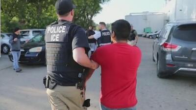 De los 680 detenidos en la redada de Mississippi, 300 fueron liberados mientras continúan sus casos de deportación