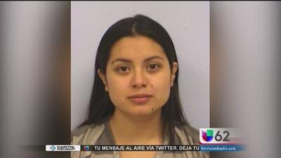 Acusan a mujer por poner en peligro a su propio hijo