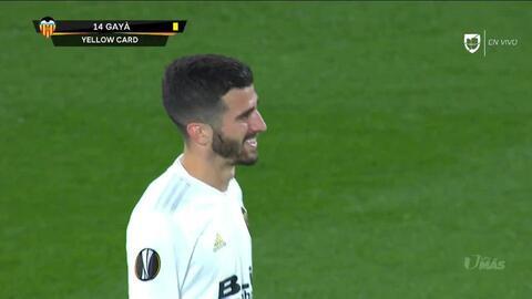 Tarjeta amarilla. El árbitro amonesta a José Gayá de Valencia CF
