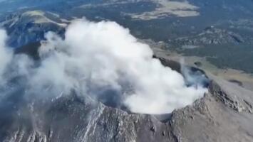 Así se ve el cráter humeante del volcán Popocatépetl a vista de pájaro
