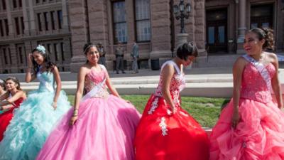 Quinceañeras de Texas podrán celebrar e impulsar un cambio político
