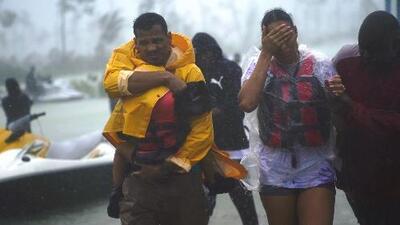 Las impactantes escenas de rescates y destrucción que deja el paso de Dorian en Bahamas