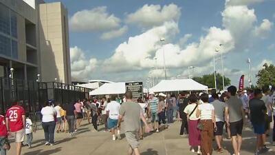 Aficionados del Real Madrid y el Bayer Munich asisten al histórico partido que se tomó el estadio NRG de Houston