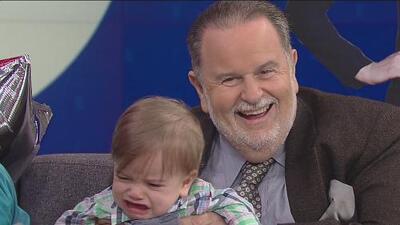 Raúl de Molina hizo llorar al bebé de Carlitos 'el productor' cuando lo intentó cargar