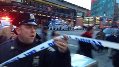 """Varios heridos por la explosión de una bomba pegada al cuerpo de un hombre en Nueva York en un """"intento de ataque terrorista"""""""