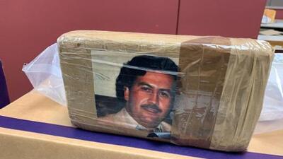 La DEA decomisa 77 libras de drogas en paquetes con la fotografía de Pablo Escobar