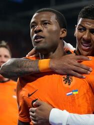 Los Países Bajos se llevan el partido ante Ucrania tras salvar el juego 3-2. El partido lo ganaba la 'Naranja Mecánica' con dos goles de Wijnaldum (52´) y Weghorst (58'), pero los ucranianos empataron el marcador gracias a Yamolenko (75') y Yaremchuck (79') y, con un cabezazo de Dumfries al 85', Holanda suma sus primeros puntos en la Euro 2020.