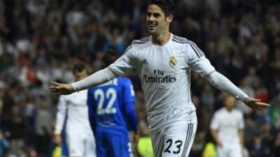 Real Madrid 4 - Almería 0: Goleada sin CR7 para dejar atrás al Barcelona