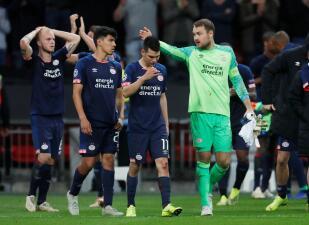 Ni 'Chucky' ni 'Guti' pudieron salvar al PSV de la derrota en Wembley con el Tottenham