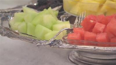 Reportan un brote de salmonela en EEUU vinculado a melón y sandía precortados