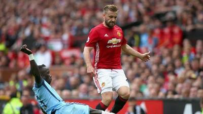 José Mourinho culpa a Luke Shaw del mal paso del Manchester United