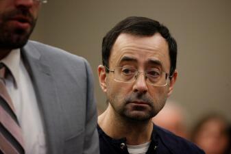 En fotos: Esta es la cara de Larry Nassar, el médico que abusó de más de 156 niñas, al recibir la condena