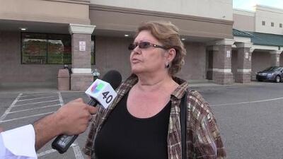 Residentes de Fayetteville realizan compras de último minuto ante la llegada del huracán Florence