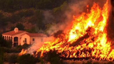 Thomas, el monstruo de fuego que amenaza con ser el más grande de la historia en California