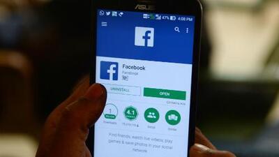 Nueva regla de Facebook para publicar avisos políticos impediría la participación de indocumentados