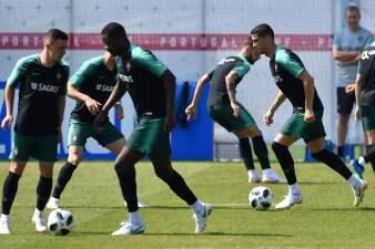 En fotos: Portugal e Irán en duelo directo por la clasificación