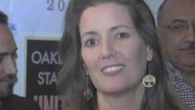 Celebran en la sede de campaña de la alcaldesa Libby Schaaf
