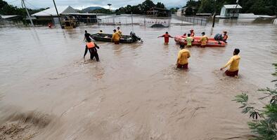 """""""Está todo bajo agua"""": Al menos 38 muertos dejan los deslaves e inundaciones causadas por el huracán Iota en Centroamérica"""