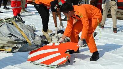 En un minuto: Un avión se estrella en el mar en Indonesia con 189 personas a bordo