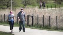 Dueños de negocios en Chicago dicen que hay confusión por la nueva guía sobre el uso de mascarillas