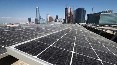 Jerry Brown firma ley para que California genere toda su energía de forma limpia para 2045