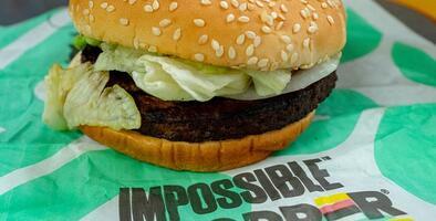 Vegetariano demanda a Burger King por cocinar su hamburguesa junto a las de carne