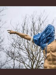 Tras darse el anuncio de que Zlatan Ibrahimovic se convierte en copropietario del Hammarby, los aficionados del Malmo han pedido retirar su estatua y hoy amaneció vandalizada.