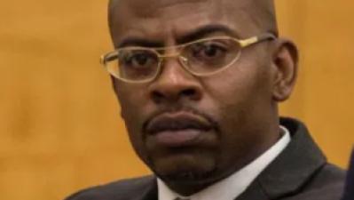 Llora cuando una jueza lo exonera de culpa tras pasar 17 años preso por un asesinato que no cometió