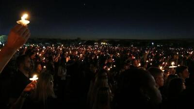La emotiva vigilia por las víctimas mortales del tiroteo en la escuela de Parkland, Florida