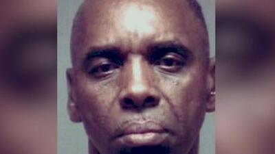 Identifican al hombre señalado de perseguir y disparar en contra de su expareja en Arlington