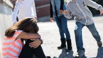 Sigue estas señales y aprende a identificar a un niño que puede estar agrediendo a sus compañeros