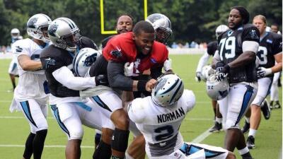 Cam Newton y Josh Norman tuvieron un altercado en el camp de los Panthers