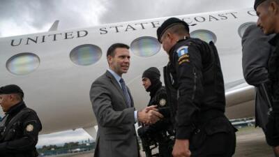 En medio de la incertidumbre por la calificación de 'tercer país seguro', McAleenan visita Guatemala