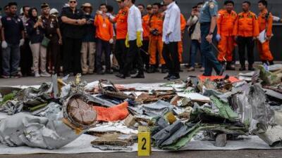 ¿Por qué un avión nuevo se estrelló contra el mar a minutos de su despegue? Lo que se sabe del accidente de Indonesia