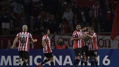 Estudiantes se mantiene como líder del fútbol argentino