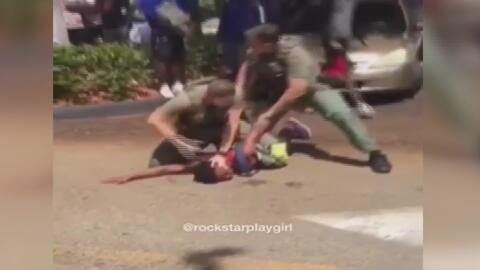 Suspenden al policía que agredió y roció con gas pimienta a un estudiante en medio de una pelea en Tamarac