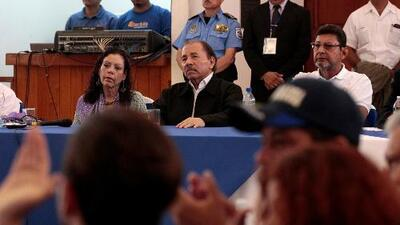 Diálogo en Nicaragua: estudiantes, líderes campesinos y la Iglesia católica le piden detener la represión a Daniel Ortega