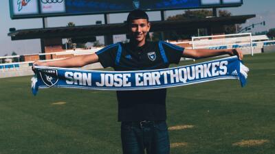 Este joven de padres mexicanos es uno de los futbolistas más jóvenes en firmar como profesional en EEUU (fotos)