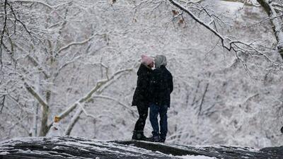 El frío rompe récords y hasta en zonas de Florida cae nieve