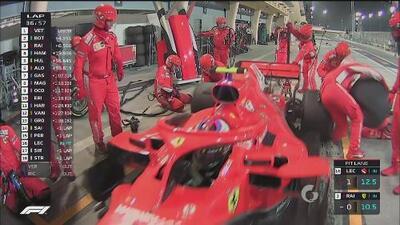 Kimi Räikkönen sufre complicaciones en los pits y, de paso, atropella a un mecánico