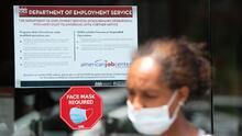 Dos estados suspenderán la ayuda federal por desempleo meses antes de que expire