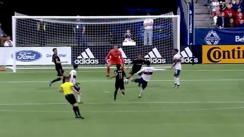Hwang Inbeom fusila al portero y los Whitecaps ya le 'pegan' 1-0 al LAFC de Carlos Vela