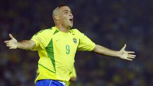 Ronaldo se disculpa por horrible corte de pelo de 2002